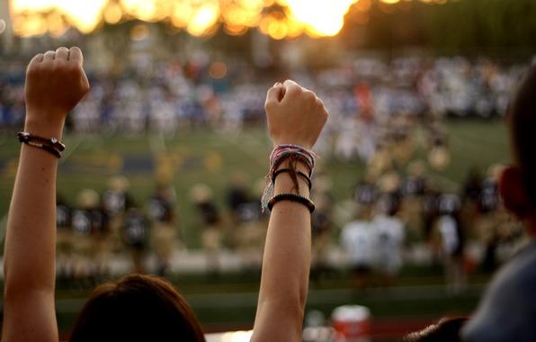 Руки на стадионе