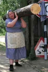 баба с бревном