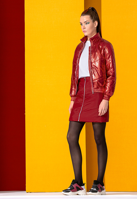 Юбка и куртка красные
